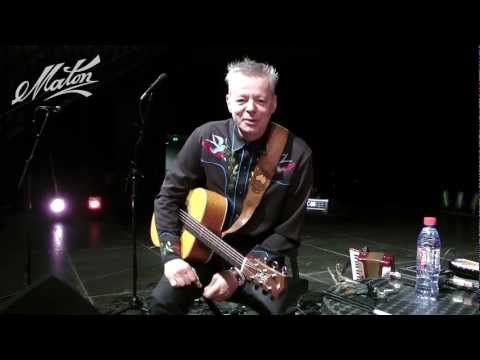 """Tommy Emmanuel talks about his Maton guitar and performs """"Halfway Home"""""""