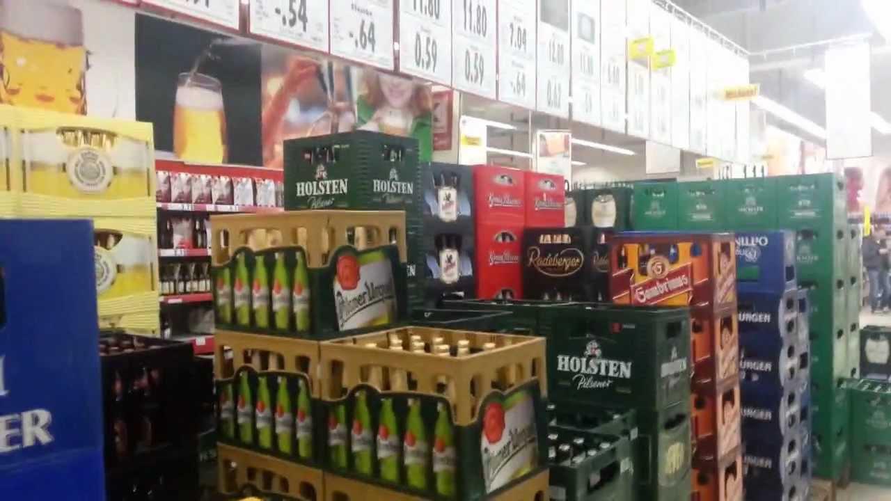 Ящик для пивных бутылок 24x0,25 л бельгийского завода hoegaarden. На ярмарке brau beviale в конце ноября в берлине компания шоллер аллиберт.