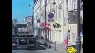 Во Владивостокское дерзкое нападение на женщину попало на видео