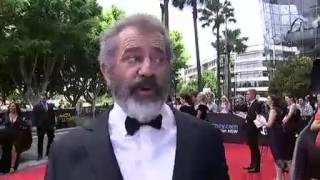 Mel Gibson Red Carpet Geoffrey Rush Kick up the Butt