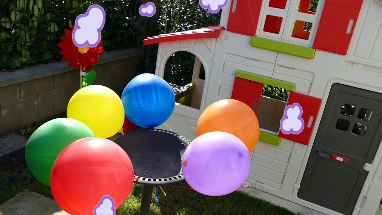 Лопаем воздушные шарики с водой Учим цвета для детей Семья ...