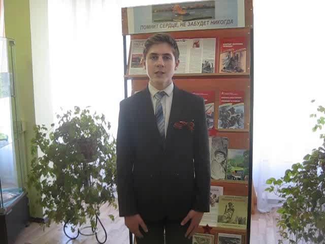Изображение предпросмотра прочтения – ЯнЖмыхов читает отрывок изпроизведения «Сын артиллериста» К.М.Симонова