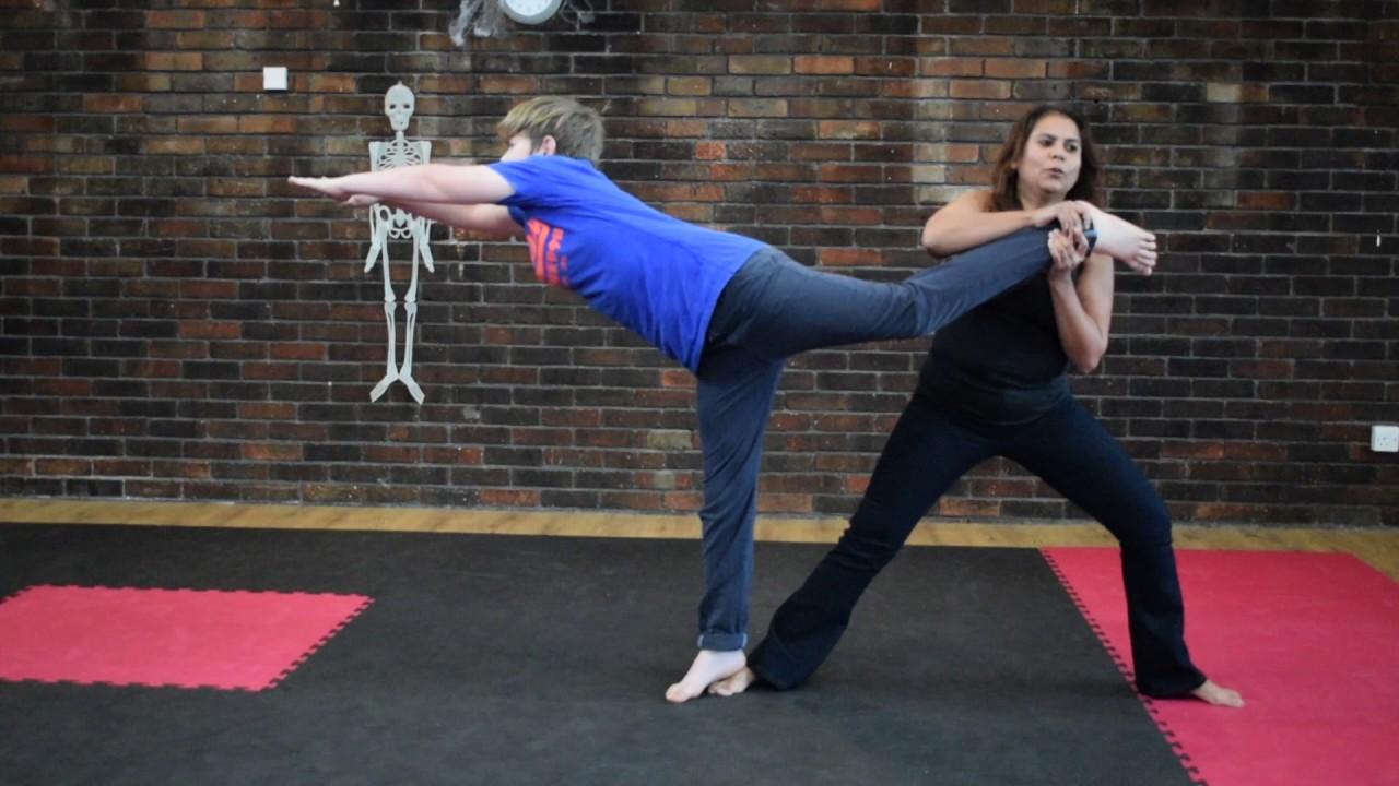 Extreme Yoga Challenge Ft cousin 😭 - YouTube