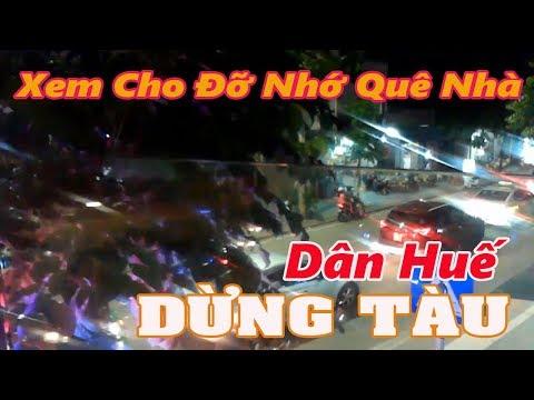 NGƯỜI DÂN HUẾ DỪNG Tàu Đường điện biên Phủ Huế  (Vietnam travel guide)