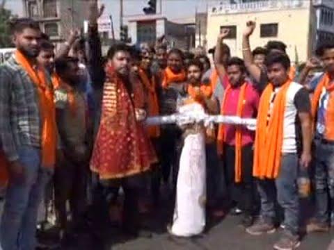 Activists burn effigy of Pakistan-backed Khalistan militants