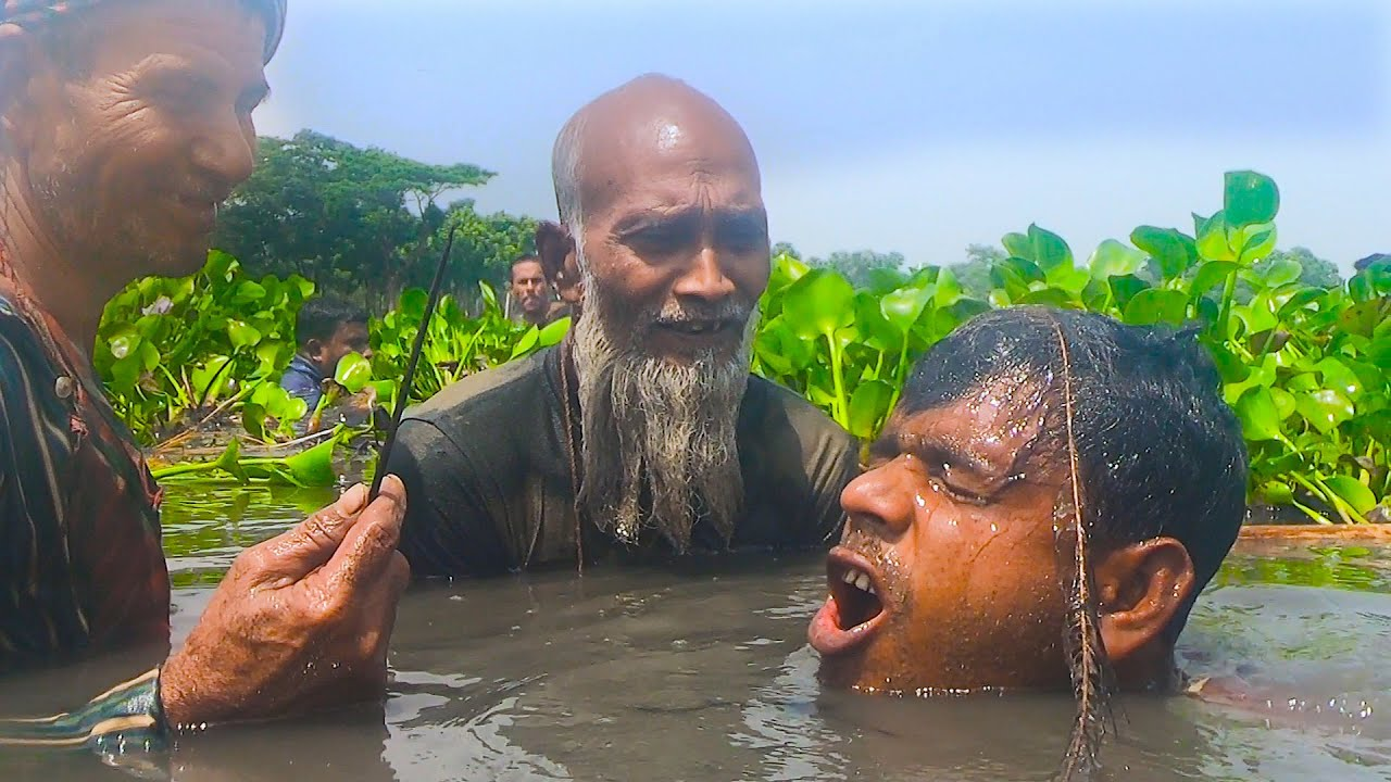 How Experience To Catching Big Catfish Under Water By Hand ।। Fishing Village Life