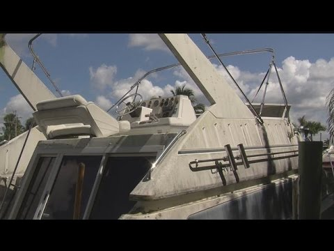 """Cape Coral """"zombie boats"""" start cleaning process"""