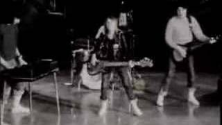 "Suzi Quatro - Devil Gate Drive - ""The Original B&W Clip"""