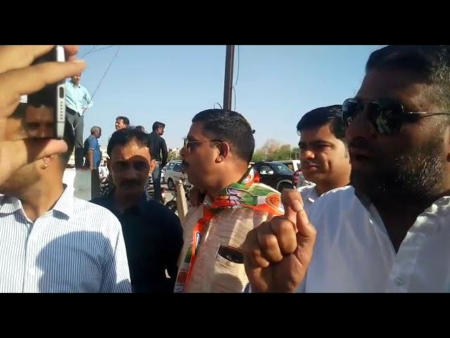 बीकानेर में चुनावी झलकियां :….और ऐसे पुलिस से उलझ गए कांग्रेसी,देखें वीडियो