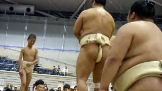 2008年10月13日熊谷巡業での一コマ。 「ちびっこ相撲」で、千代大海関、...