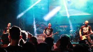 lolot band beda tipis perdana dibawakan april 2016