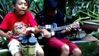 Video Pengamen Cilik Paling Kreatif download MP3, 3GP, MP4, WEBM, AVI, FLV Agustus 2018