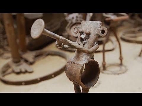 شاهد: فنان سنغالي يحول قطع الدراجات القديمة إلى منحوتات فنية…  - 12:54-2019 / 8 / 15