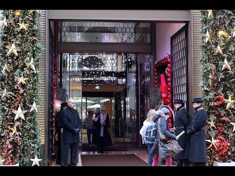 Paris during the Holidays. Right Bank glitz and glamour, luxury lovers' paradise.