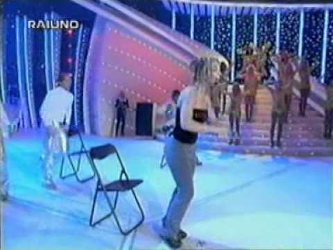 Britney Spears (You Drive Me) Crazy Live In Italy 1999