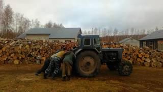 Эту страну не победить!!! Русские мужики на столько суровые, что заводят трактор с толкача!!!