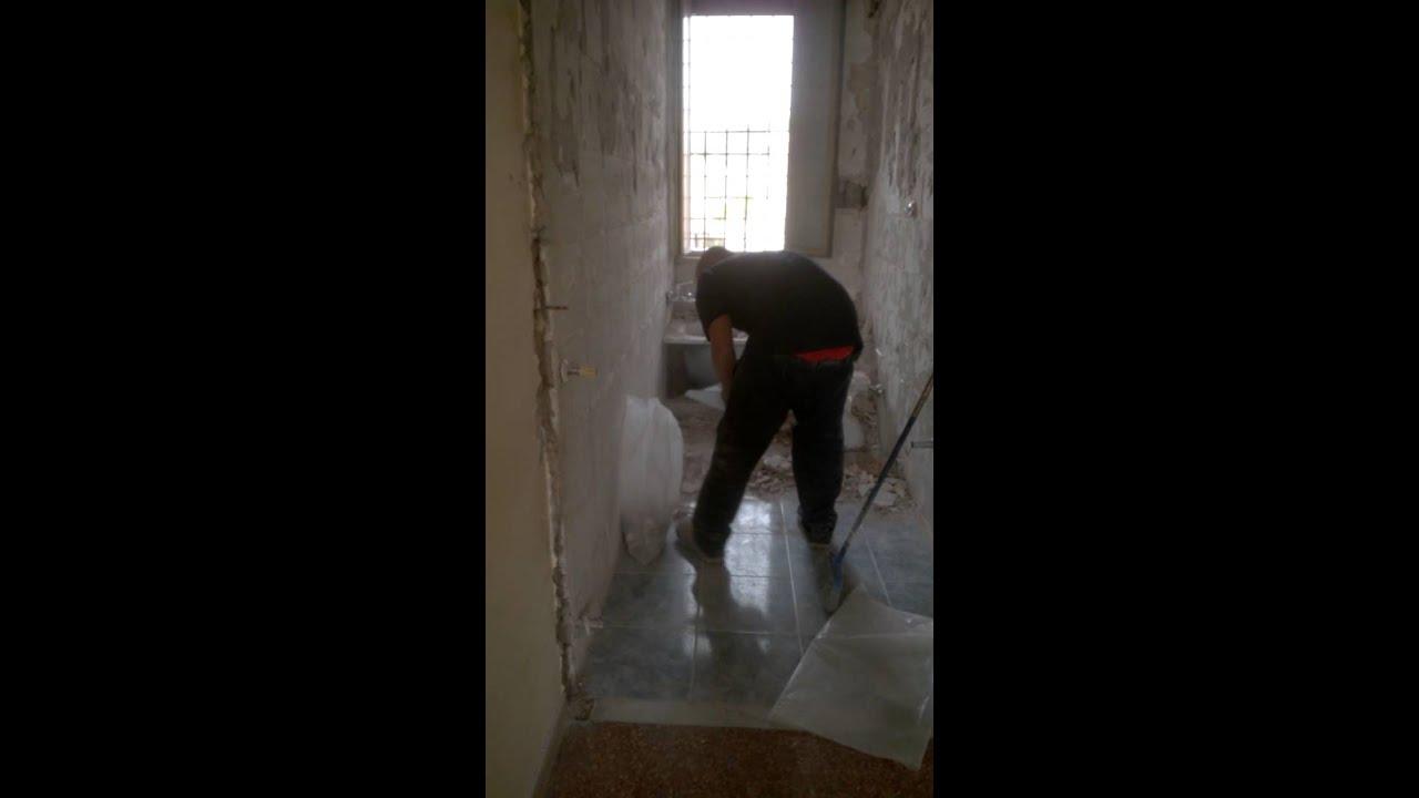 Demolizione bagno - YouTube