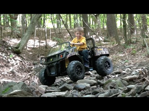 PEG PEREGO JOHN DEERE GATOR XUV CAMOUFLAGE  RIDE-ON VEHICLE FOR KIDS
