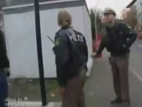 Polizistin Rastet Aus