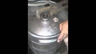 Как открыть пивной кег или квасной!!!(Кег для пива или кваса можно открыть!, 2014-08-31T10:08:31.000Z)