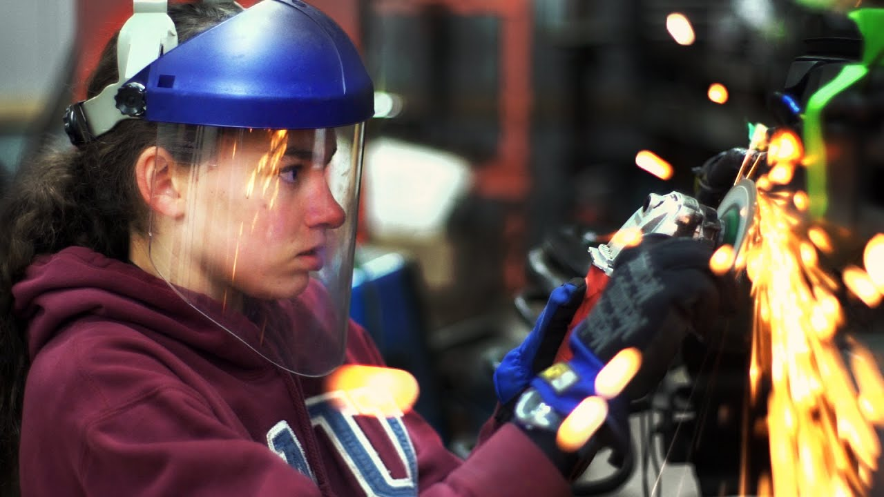 Teen Girl Rebuilds Car from Scratch - YouTube