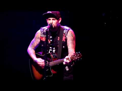 Benji Madden Good Charlotte  Beautiful Place live 07082011