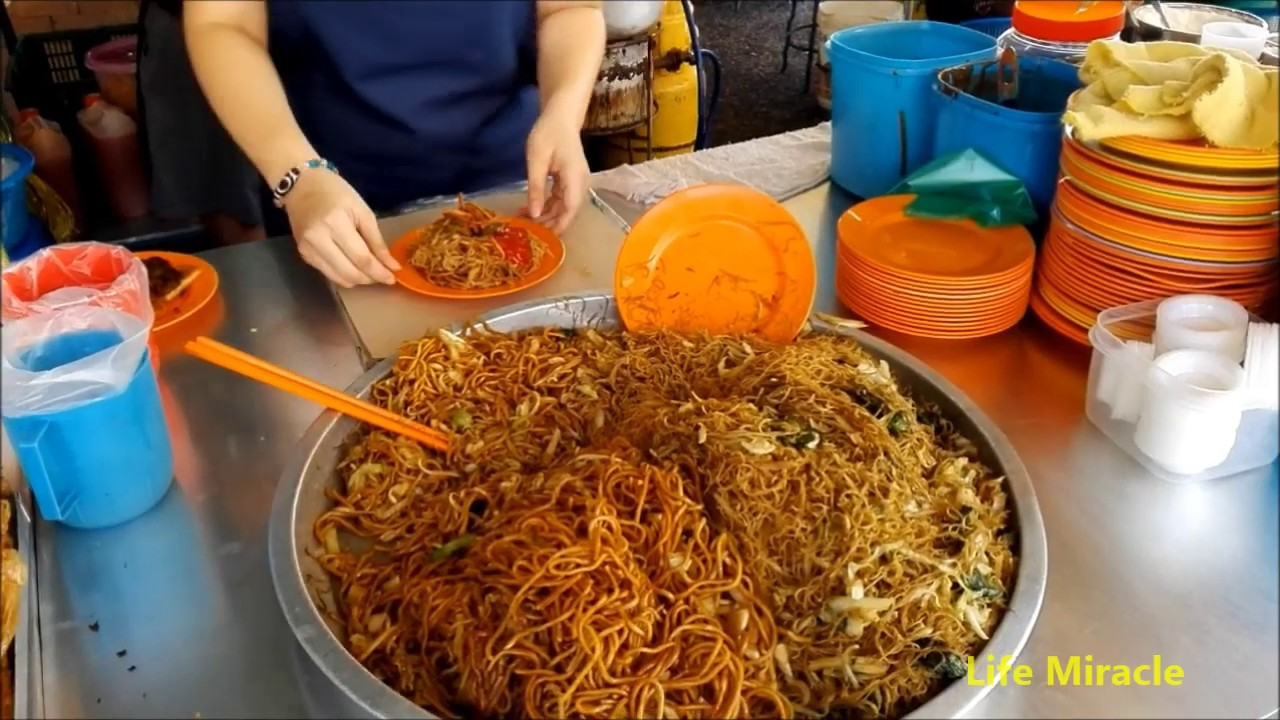 檳城美食街素食經濟炒米粉 Malaysia Penang Food Street Vegetarian Economy Fried Mee Hoon - YouTube