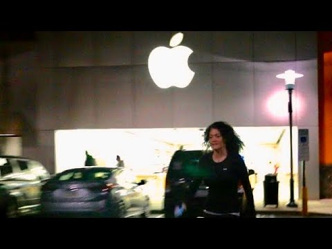 PSYCHO MOM DESTROYS iPHONE AT APPLE STORE!!!
