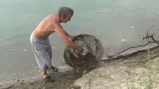 Поездка на рыбалку с необычным уловом