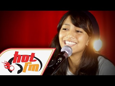 HANIE SORAYA - HUJUNG DUNIA (LIVE) - Akustik Hot - #HotTV
