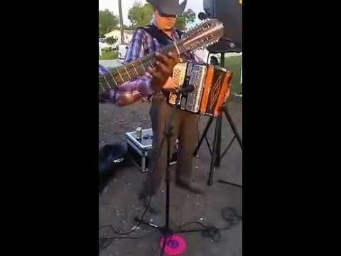 Tocando Un Huapanguito Desde Dayton, Texas-Ricardo y Genaro