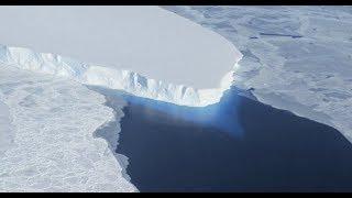 Под Антарктидой растет огромная полость. Ученые обнаружили под ледником Антарктиды гигантскую дыру.