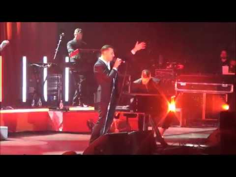 Hurts - Lights (Live in Novosibirsk 2017...