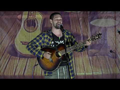 Дмитрий Вагин на сцене «Песни для друзей»
