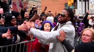 ravens torrey smith swamped by fans during super bowl parade in baltimore streets