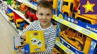 Магазин игрушек шоппинг покупаем Трактор Брюдер Shopping kids toys store Bruder(Привет, ребята! В этой серии Игорюша идет в магазин игрушек, чтобы выбрать себе подарок на день рождения..., 2016-05-18T06:58:58.000Z)