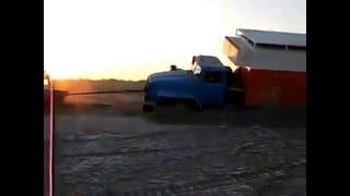Аральское море. Дно аральского моря !!!(в этом видео вы увидите аральское море. дно аральского моря, что с ним стало, вместо кораблей там машины..., 2016-01-04T15:45:47.000Z)