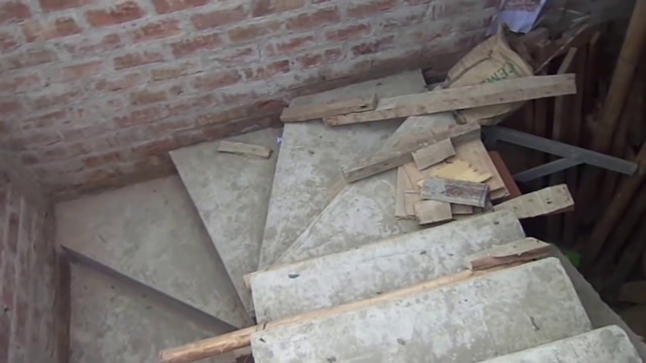 Escalera con descanso tipo caracol elias soto pauyac for Escalera de metal con descanso