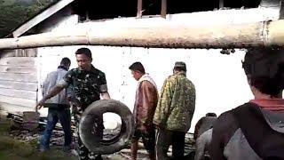 TNI Bantu Warga Bersihkan Rumah Terdampak Gempa