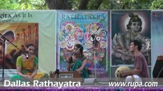 Rathayatra 2010 - Gopi Gita dasi & Kalindi dasi - Chaitanya Bhajan - 11/14