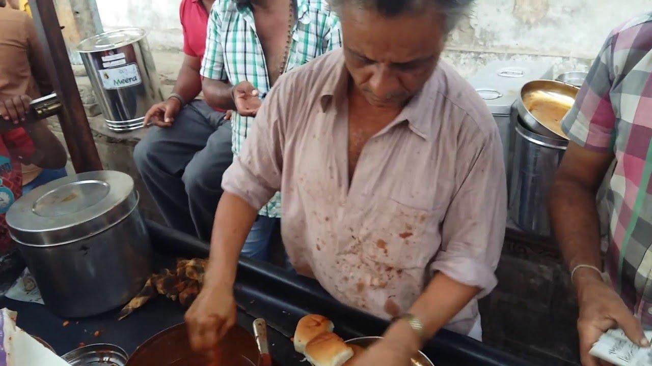 Manu bhai special spicy dabeli at mandvi