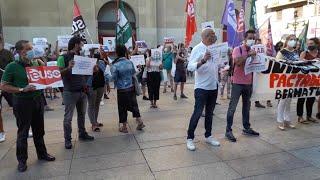 """Concentración de sindicatos en Pamplona para pedir un """"plan integral"""" para la vuelta al colegio"""