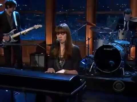 diane-birch-nothing-but-a-miracle-the-late-late-show-with-craig-ferguson-candy-commenara