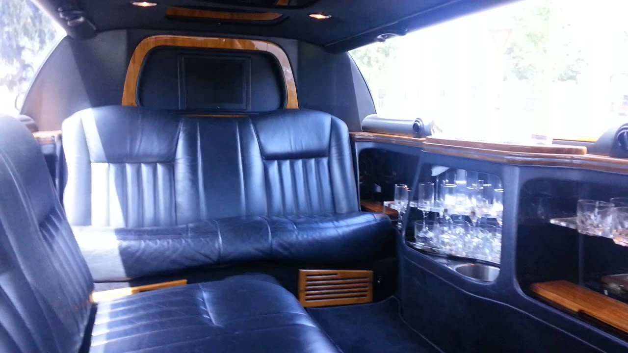 2006 Black 100 Inch Lincoln Towncar Limousine For Sale