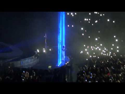 [HD] Drake ft. Sampha - Too Much [Live Berlin 27.02.2014]