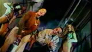 Watch music video: Daddy Yankee - Sabanas Blancas