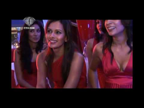 Fashiontv | FTV.com - MONACOO8 INDIAN EMPRESS KINGFISHER PARTY