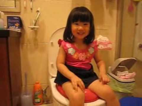 990710坐在馬桶尿尿