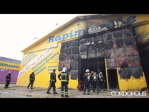 Incendio en la tienda de muebles rapimueble youtube for Muebles rapimueble