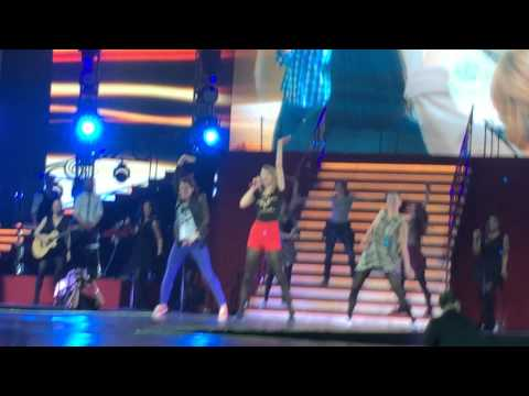 Taylor Swift - 22 (The Red Tour 2014 Live in Jakarta)